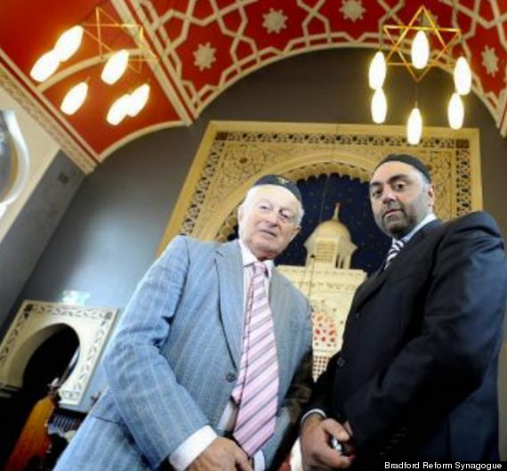 Muslims Rally To Save Synagogue From Closure